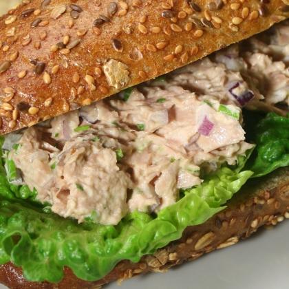 Broodje huisbereide tonijnsalade